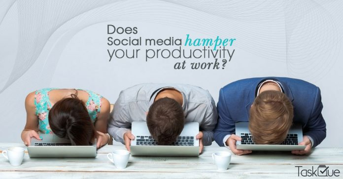 does social media impact on productivity at workplace